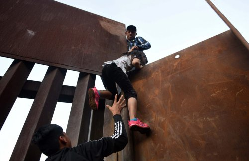 Mexican cartels paying American teens $1,000+ to traffic illegal immigrants, says Sheriff; recruiting through TikTok