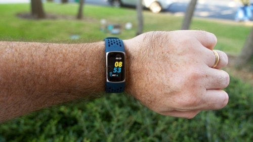 Fitbit Charge 5 review: From basic band to pseudo smartwatch