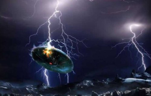 UFO fleet captured on video during thunderstorm in France