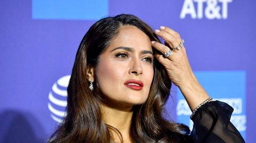 Salma Hayek revela que mantiene su figura a los 54 años con este ejercicio durante solo 5 minutos al día