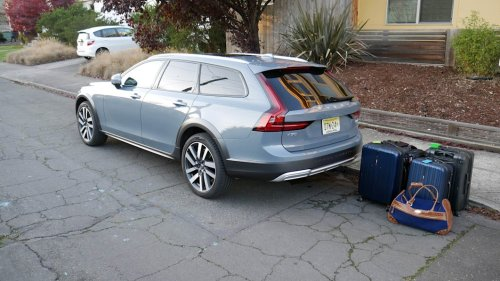 2021 Volvo V90 Cross Country vs V60 Cross Country Luggage Test | Comparing cargo areas