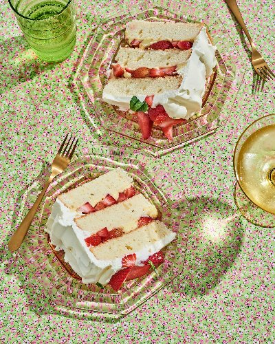 Strawberry Cassata Cake Is So Good, Both My Mom and Sister Had It at Their Weddings