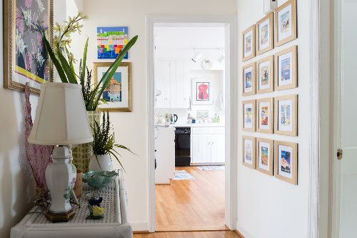 The Only Kind of Picture Frame You Should Use in Hallways and Stairways, According to a Home Stager