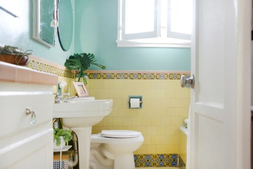 """Why I Love My Grandmother's """"Wet Room"""" Bathroom-Cleaning Technique"""