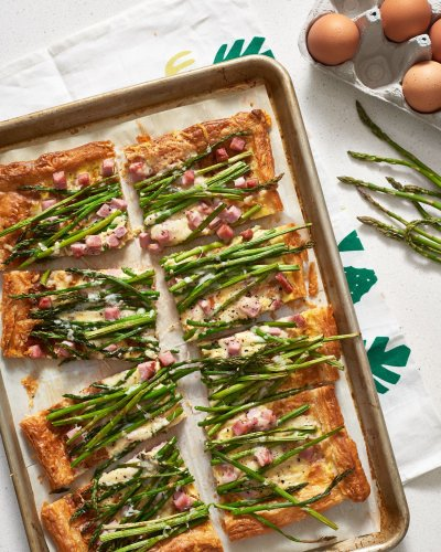This Fast and Fancy Ham, Asparagus & Gruyère Tart Is a Must-Make