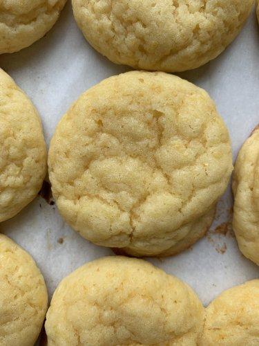 Reddit's Soft Lemon Cookies Are a Welcome Burst of Sunshine