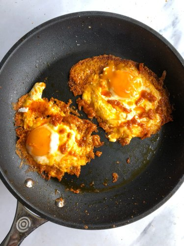 Spicy, Cheesy Buffalo Fried Eggs Are My New Favorite Breakfast