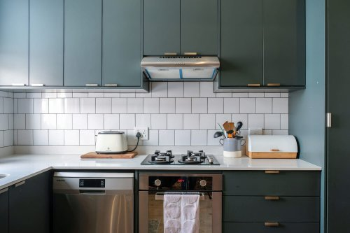 The 2 Most Popular Kitchen Cabinet Trends Right Now, According to a TV Real Estate Agent