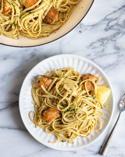The Secret to This Garlicky Chicken Scampi Pasta Is Wondra Flour