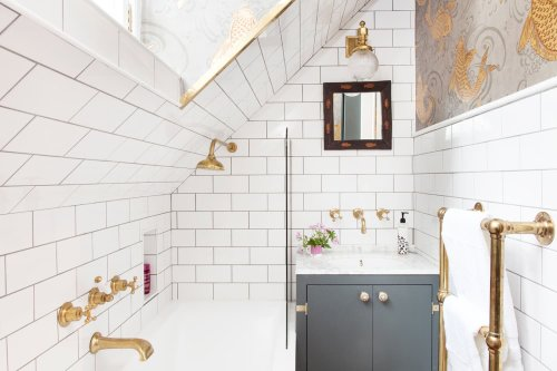 6 Ways to Get Your Bathroom Shower, Tub, and Grout Extra Clean