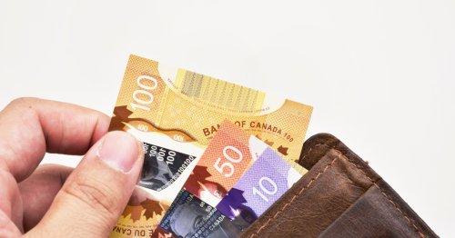 النقود البلاستيكية مقابل الورقية.. لماذا تطبع الدول عملاتها الجديدة من مادة البوليمر؟