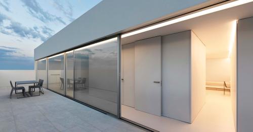 Àtic blanc // Fran Silvestre Arquitectos
