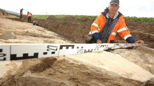 Steinzeitliches Grab und 1700 Jahre alte Urnen entdeckt
