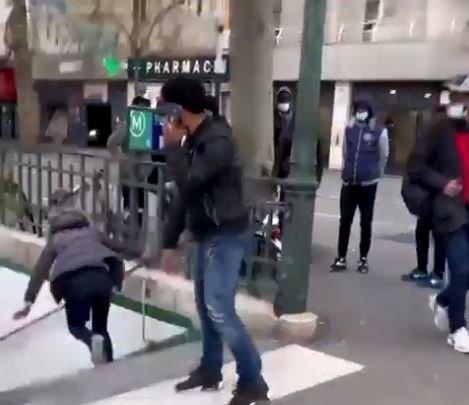 Femme poussée dans les escaliers du métro à Paris : une enquête ouverte et une plainte déposée