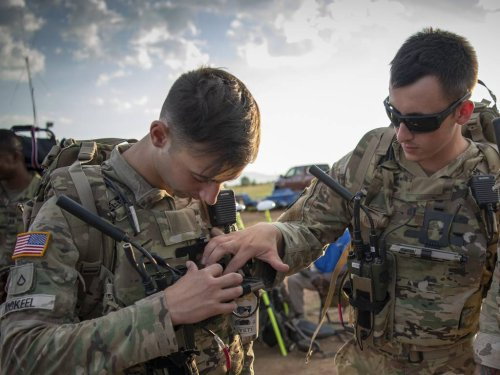 Paratroopers test out new dismounted GPS device