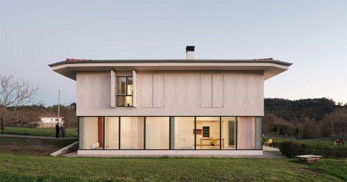 Esta moderna casa en Vizcaya no reniega de su pasado agrícola