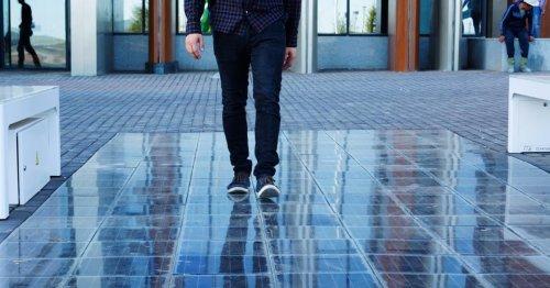 Convierte el suelo de tu casa en una gran placa solar para generar energía