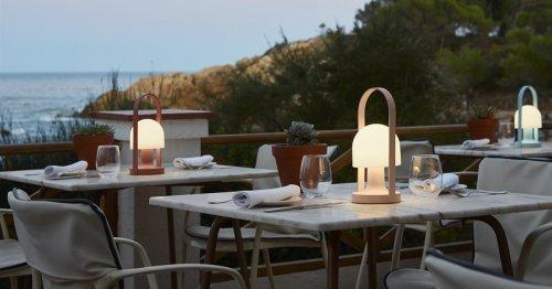 Estas son las 15 lámparas portátiles de diseño que necesitas para decorar e iluminar tu terraza o balcón