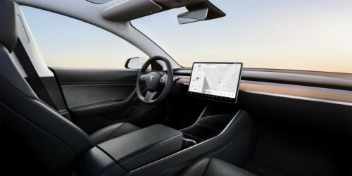 """Tesla owner who """"drives"""" from back seat got arrested, then did it again"""