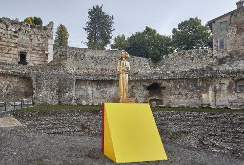 """A Brescia le creazioni """"glam-rock"""" di Francesco Vezzoli tra archeologia e contemporaneo - Brescia - Arte.it"""