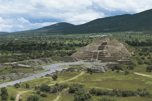A Stunning Archaeological Discovery Suggests the Mayans Had Direct Contact With Another Civilization More Than 800 Miles Away