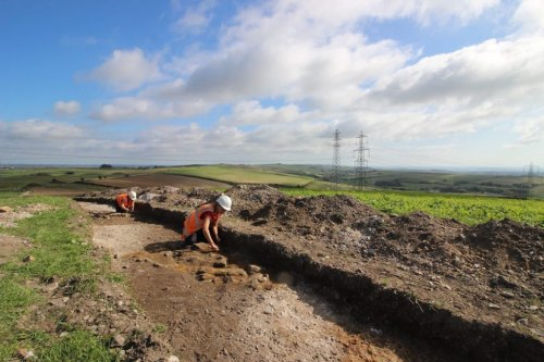 Electric Company Uncovers Thousands of Millennia-Old Objects in Southwest England