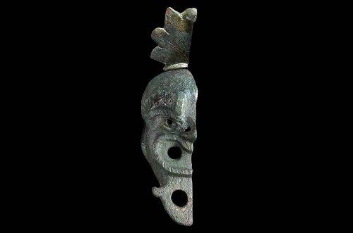 Rare Roman-Era 'Face-Shaped' Bronze Oil Lamp Found in Jerusalem