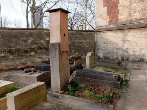 Brancusi's 'Kiss' Sculpture Won't Be Removed from Paris Cemetery, French Court Rules