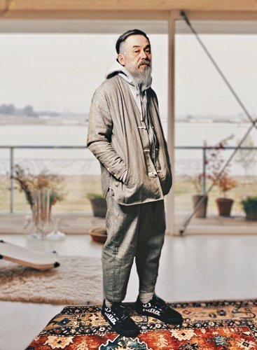 "Meet ""Grandpa Maoyu"", Hong Kong's Most Stylish 67-Year-Old Psychologist"