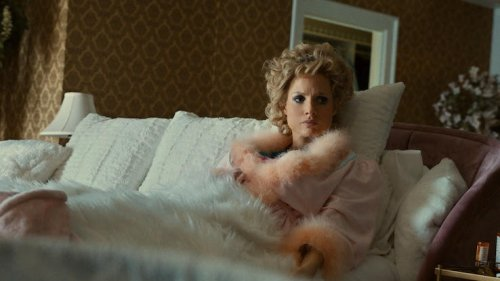 """""""The Eyes of Tammy Faye"""" Review: How to Secure an Oscar Nomination, by Jessica Chastain"""
