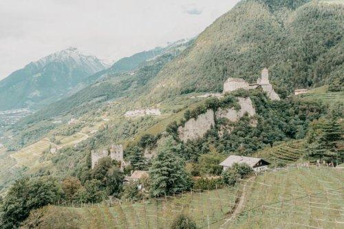 Dorf Tirol Wanderung mit Abstecher auf den Algunder Waalweg