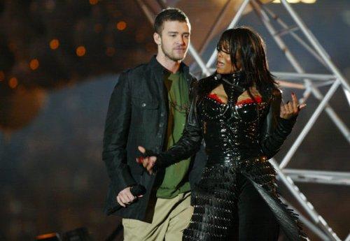 Fans Defend Janet Jackson after Justin Timberlake's Former Manager Demands That She Forgive the Singer for 2004 Super Bowl 'Wardrobe Blunder'