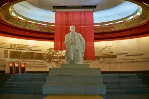 Russia's Retro Lenin Museum Still Runs on Decades-Old Apple II Computers