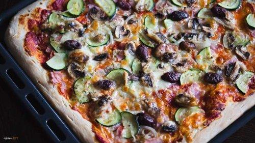 Pizza Sardinen, Gemüse und etwas Würze, das schmeckt!