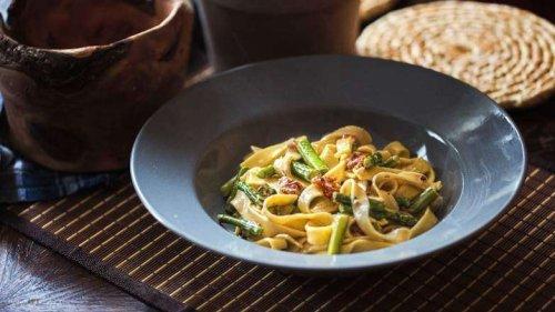 Spargel Tagliatelle und die sämige Käse-Soße, der schnelle Genuss ganz einfach!