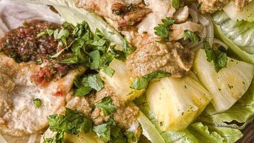 1 x Asiatisches Erdnusshuhn mit Nudeln, perfekt serviert!