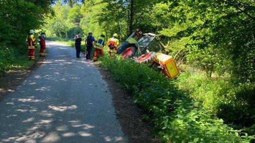 Premach: Traktor rutscht in Graben, Pflanzenschutzmittel gelangt in Gewässer