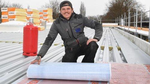 Aufgaben in luftigen Höhen: Dachdecker erzählt, was ihn an seinem Job begeistert