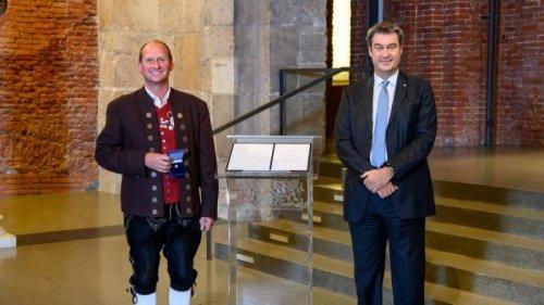 Ehre fürs Ehrenamt: Söder würdigt zwei engagierte Menschen aus dem Landkreis
