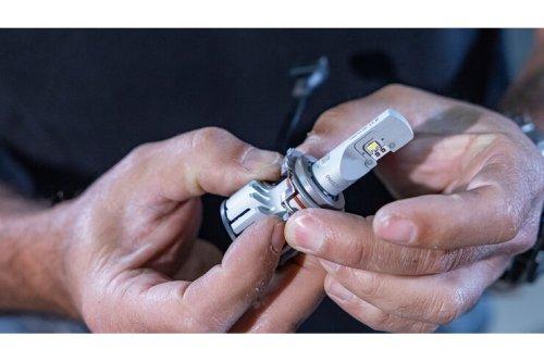 Philips Ultinon Pro6000 LED-H7 im VW Polo 6R: So einfach ist der Einbau der Nachrüst-LED-Lampe