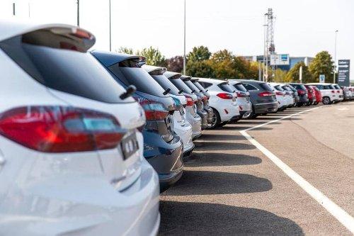 L'auto resta il mezzo preferito, ma non crescono le vendite