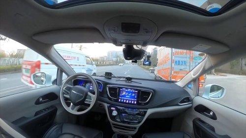 Ya circulan en Pekín los taxis autónomos sin conductor de seguridad