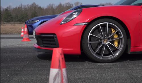 VÍDEO: Porsche 911 Carrera S vs BMW M4 Competition 2021, ¿cuál acelera más y cuál frena mejor?