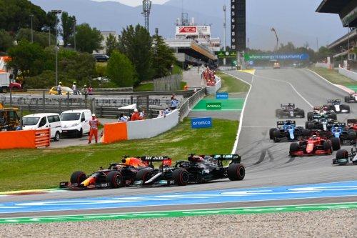 Hamilton gana el GP de España a Verstappen con una mejor estrategia