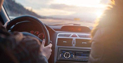 Esta radio para coche tiene Bluetooth, mando a distancia, y control desde app, y cuesta solo 22 euros en Amazon