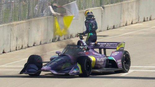 VÍDEO: Romain Grosjean salva su coche del fuego en Detroit