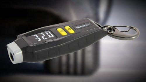 Este llavero es un manómetro Michelin perfecto para medir la presión de los neumáticos, y cuesta solo 18 euros