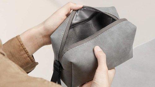 Esta bolsa organizadora es perfecta para llevar cables, soporte de móvil y cargadores o el GPS sin perderlos, y además es impermeable y barata