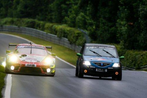 El increíble Dacia Logan de las 24 Horas de Nürburgring