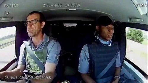 VÍDEO: ¡Cómo mantiene la calma este conductor de un camión blindado cuando le disparan en Sudáfrica!